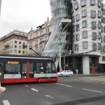 the dancing house by gehry: just beautiful