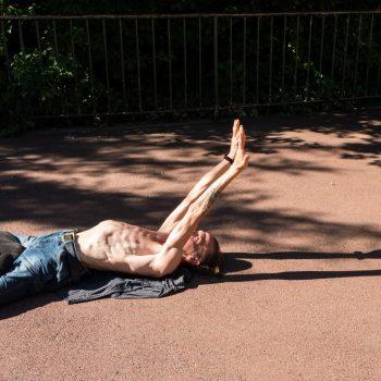 yoga at buttes-chaumont paris 19ème with leica q