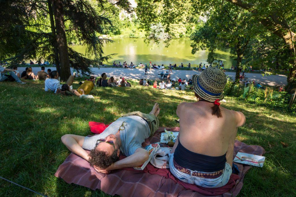 summertime at buttes-chaumont paris 19ème with leica q